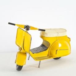 Moto antigua amarilla