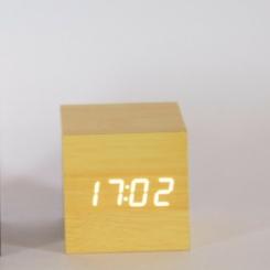 Reloj madera luz blanca
